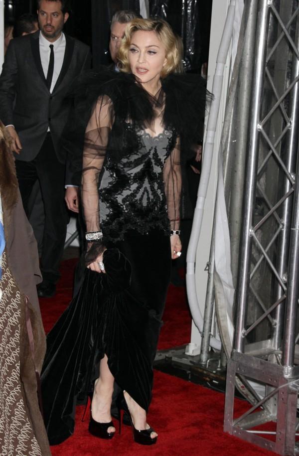 Madonna à son arrivée sur le tapis rouge de W.E. hier soir