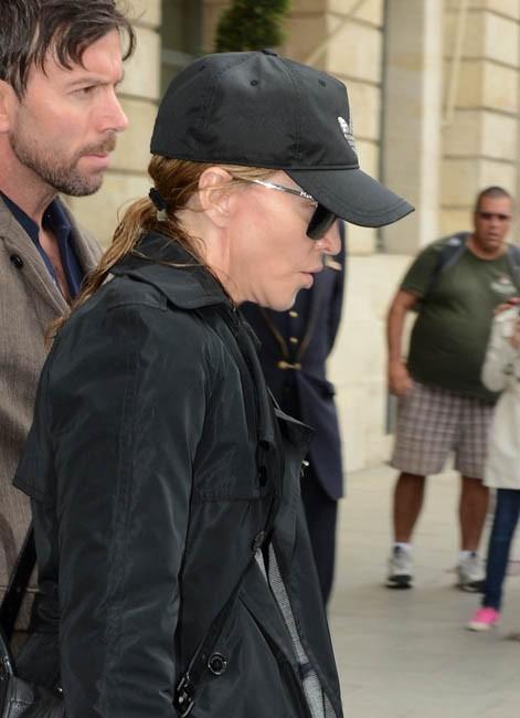 Madonna à la sortie du Ritz, à Paris, le 12 juillet 2012