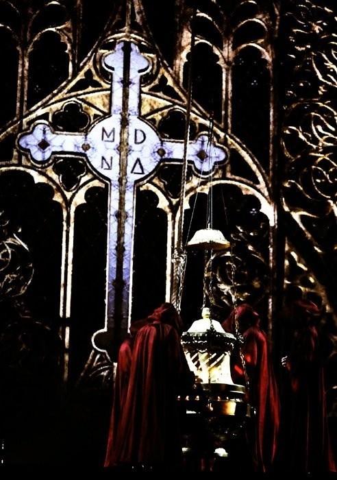 La croix, marque de fabrique de la chanteuse