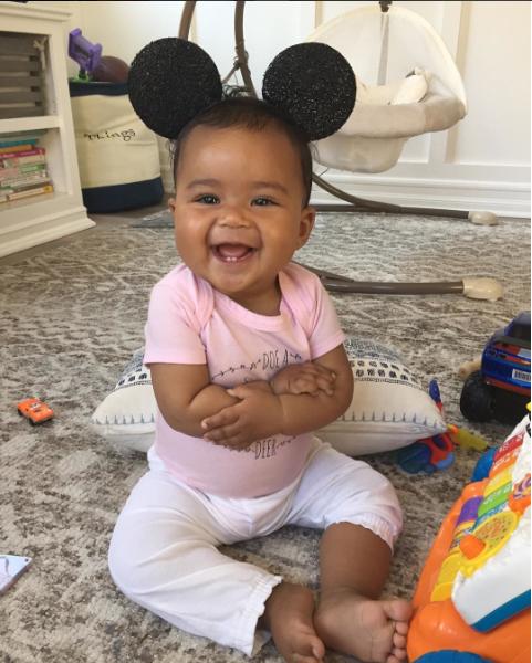 "Photos : Mais qui est la maman de cette adorable ""birthday girl"" ?"