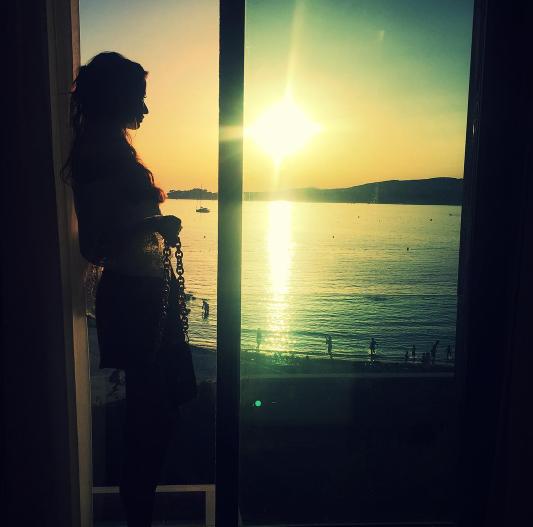 Photos : Malika Ménard : soleil et farniente ! L'ex-miss s'affiche plus sexy que jamais !