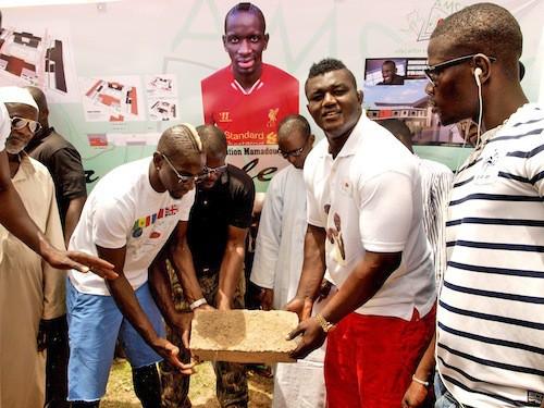 Photos : Mamadou Sakho : fini les vacances ! Il a rejoint le Sénégal pour son association !