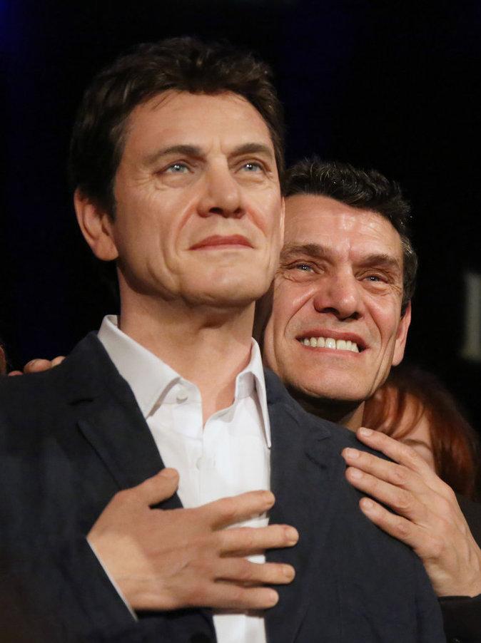 Marc Lavoine inaugure son double de cire en compagnie de sa femme