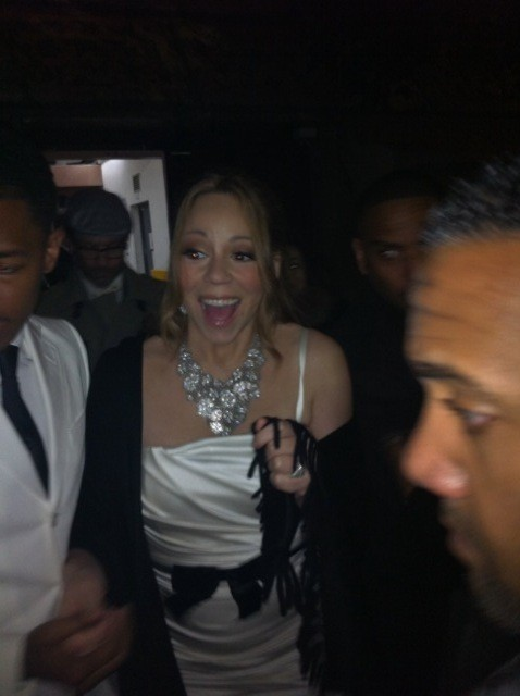 Mariah Carey sortant du restaurant Jules Verne à la Tour Eiffel à Paris, le 27 avril 2012 à Paris.