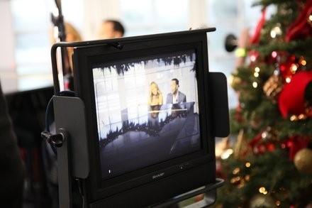 """Mariah Carey et John Legend dans le clip de """"When Christmas Comes""""..."""