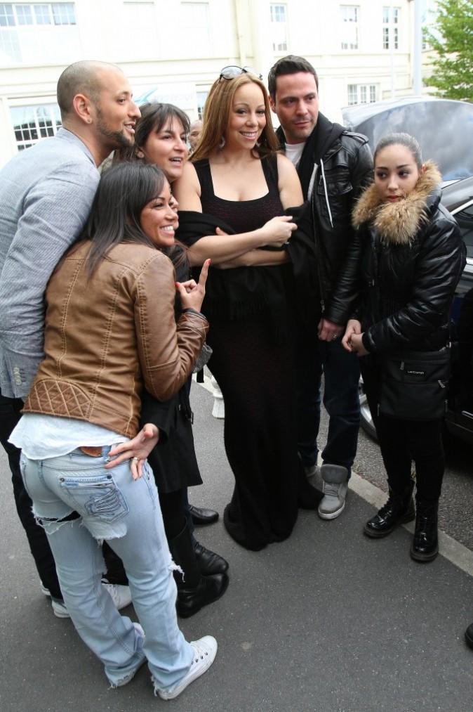 Mariah Carey et ses fans à l'aéroport du Bourget, le 29 avril 2012.