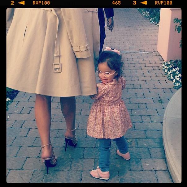 Monroe se promène avec sa maman