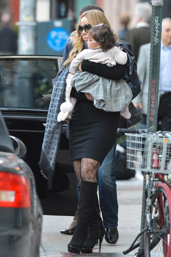 Mariah Carey à New-York avec sa fille Monroe le 22 octobre 2012