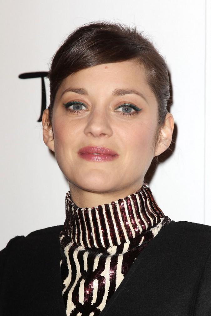 Photos : Marion Cotillard : chic et captivante en Dior pour récupérer son trophée à New York !