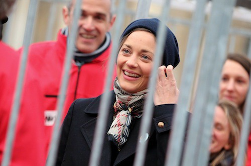 Photos : Marion Cotillard : derrière les barreaux pour la bonne cause !