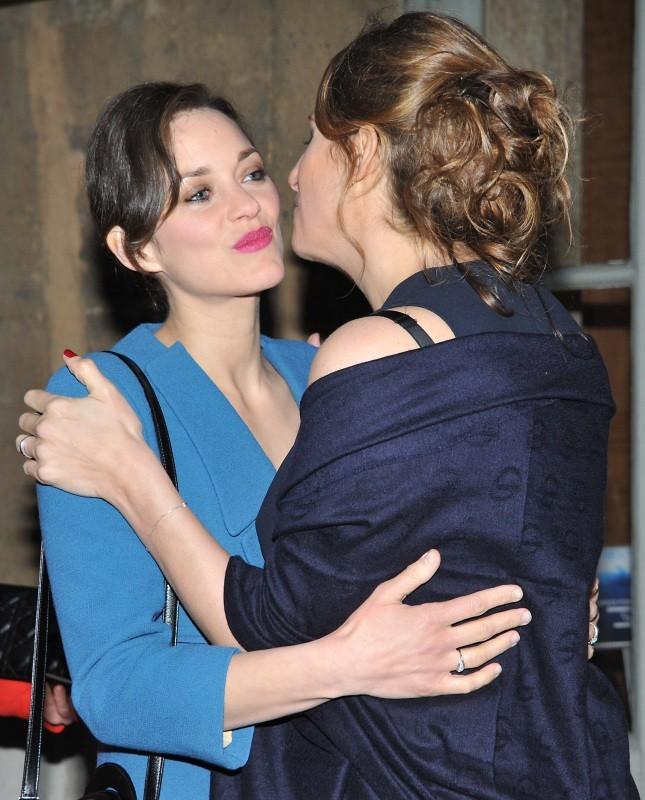 Marion Cotillard et Maud Fontenoy lors du gala de la fondation Maud Fontenoy à Paris, le 9 avril 2013.