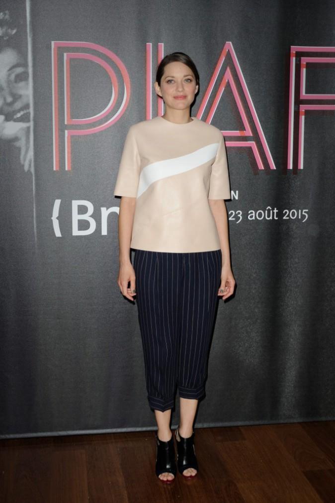 Photos : Marion Cotillard vs Élodie Frégé : duel de beautés pour rendre hommage à Édith Piaf !