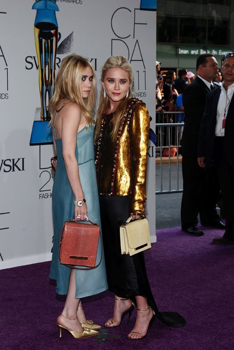 Ashley Olsen, à gauche, porte une robe The Row !