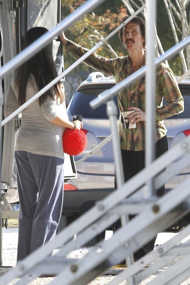 Camila Alves et Matthew McConaughey sur le tournage de The Dallas Buyers Club à La Nouvelle-Orléans le 19 novembre 2012