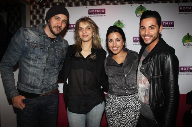 Merwan Rim, Amandine Bourgeois et Maude et Alban des Anges 5 dans les locaux de la radio HotMix à Paris, le 22 avril 2013.