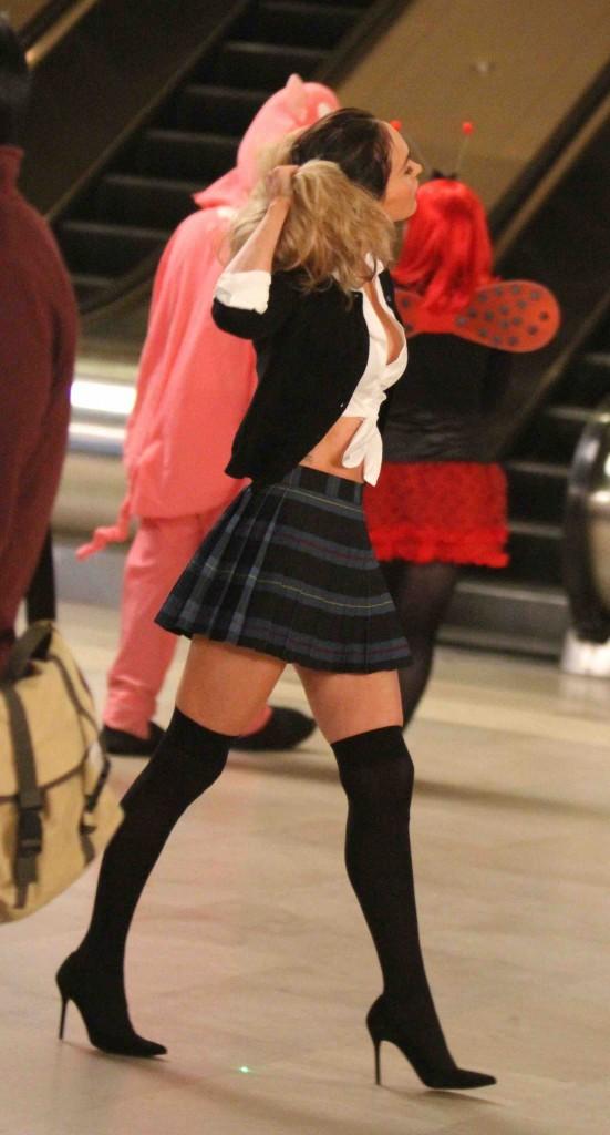 Megan Fox : belle en blonde, mais toujours plus canon en brune !