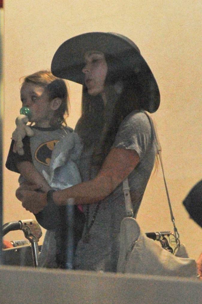 Megan Fox en famille à l'aéroport de LAX, le 4 août