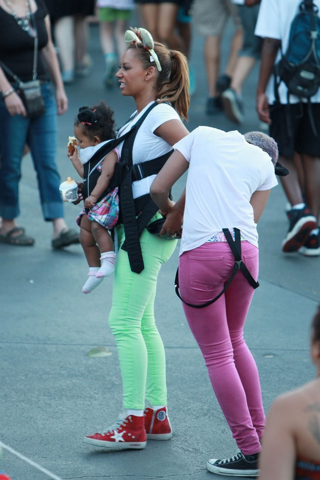 Melanie Brown et sa petite Madison le 20 juillet 2012 à Disneyland, Californie