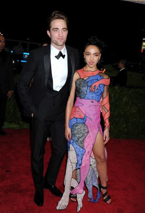 Robert Pattinson et FKA Twigs au Met Gala le 4 mai 2015