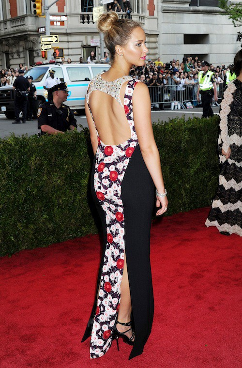 Photos : Met Gala 2015 : Jennifer Lawrence opère un retour discret sur red carpet !