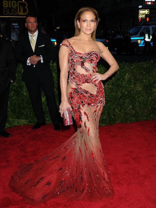Jennifer Lopez en Atelier Versace au Met Gala, le 4 mai 2015