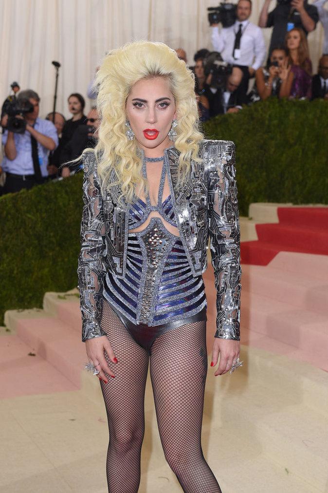 Met Gala 2016 : Lady Gaga à New York au Metropolitan Museum of Art