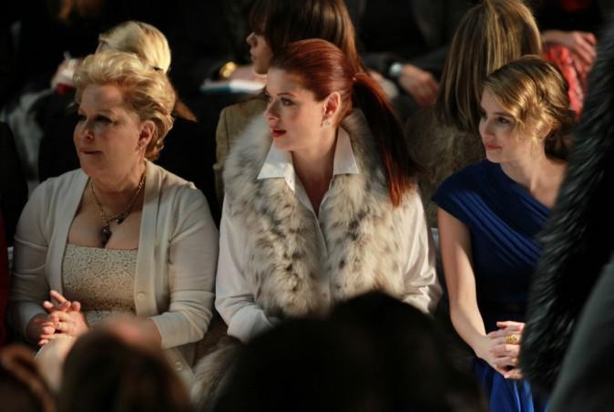 Anjelica Huston, Bette Midler et Debra Messing, lors du défilé Michael Kors à New York, le 16 février 2011.