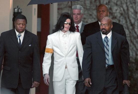 Michael Jackson sortant serein de son procès, à Santa Maria le 31 janvier 2005.
