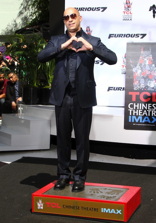 Vin Diesel laisse ses empreintes au Chinese Theater à Los Angeles, le 1er avril 2015