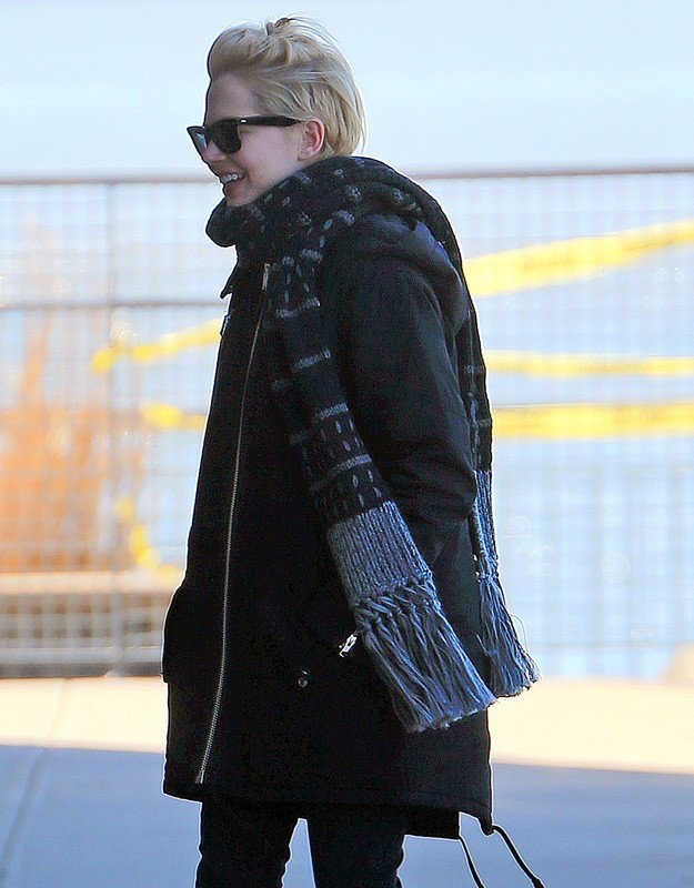 Michelle Williams souriante hier dans les rues de New York !