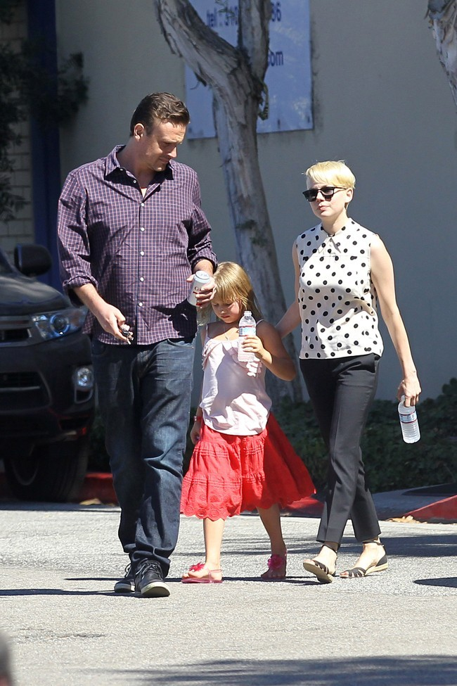 Jason Segel, Matilda et Michelle Williams le 27 août 2012 à Los Angeles