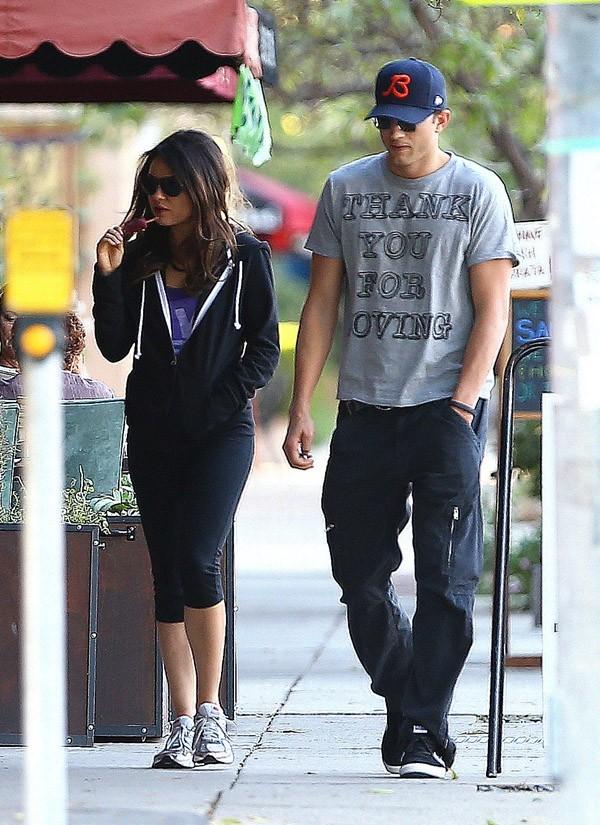 Mila Kunis et Ashton Kutcher à North Hollywood le 26 octobre 2012