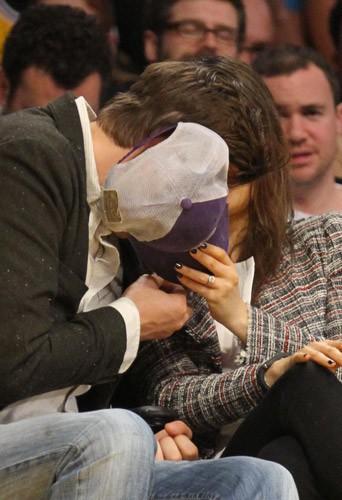 Photos : Mila Kunis et Ashton Kutcher : ils ne laissent plus de doute sur leurs fiançailles !