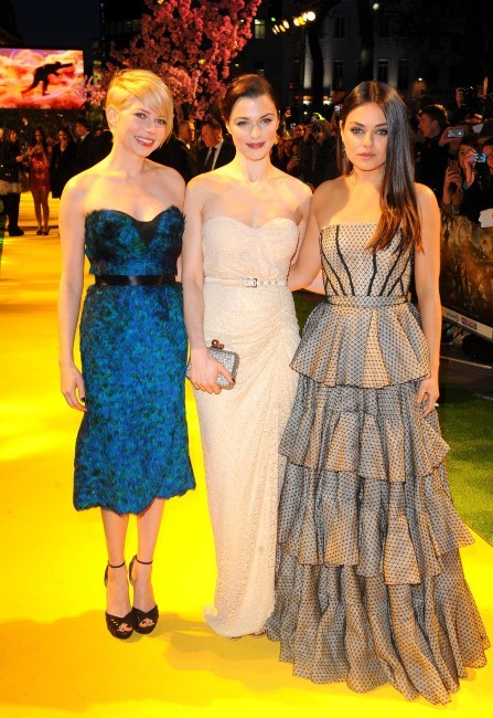 """Michelle Williams, Rachel Weisz et Mila Kunis lors de la première du film """"Le Monde Fantastique d'Oz"""" à Londres, le 28 février 2013."""