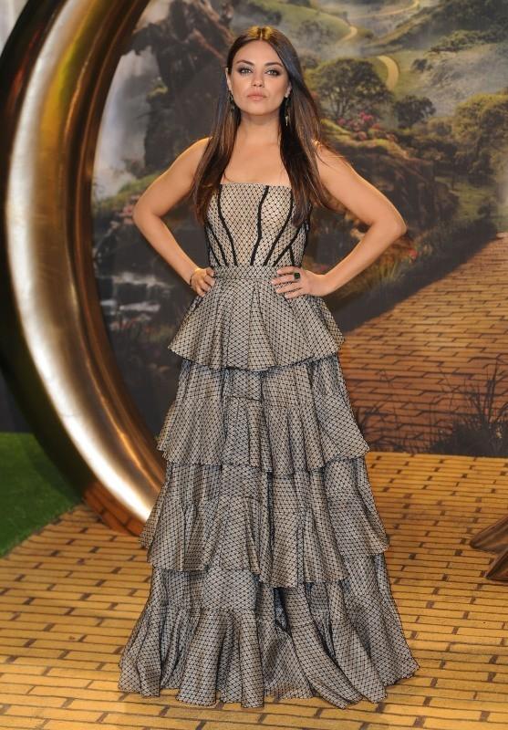 """Mila Kunis lors de la première du film """"Le Monde Fantastique d'Oz"""" à Londres, le 28 février 2013."""