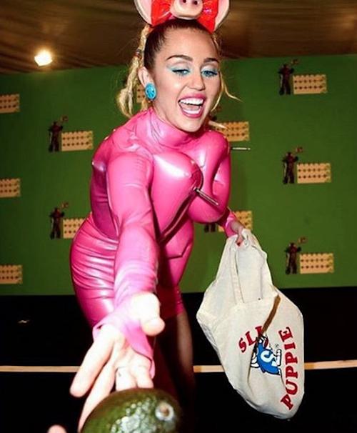 """Photos : Miley Cyrus : après les MTV VMA, sa """"penis party"""" à vomir !"""