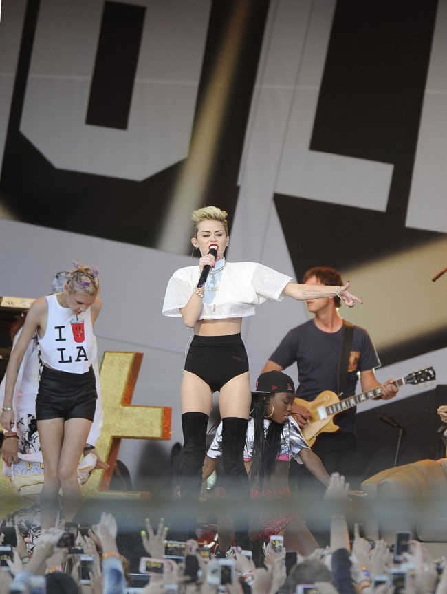 Miley Cyrus sur la scène du Jimmy Kimmel Live à Hollywood le 25 juin 2013