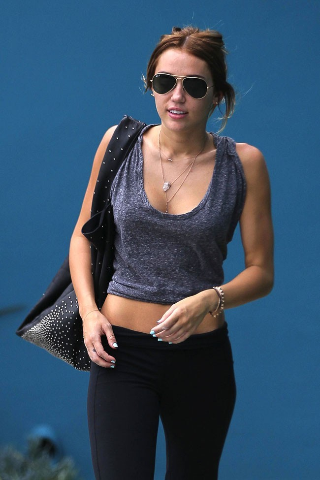Miley Cyrus à la sortie de son cours de Pilates le 30 avril 2012 à West Hollywood