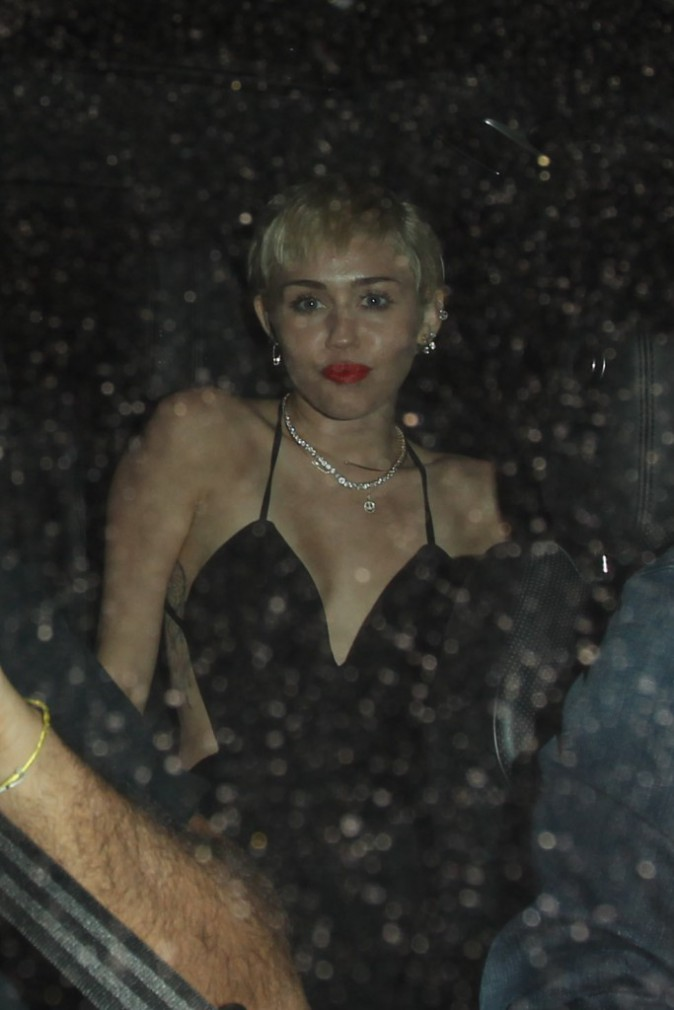 Photos : Miley Cyrus : elle fait la fête pour oublier les infidélités de Patrick Schwarzenegger !