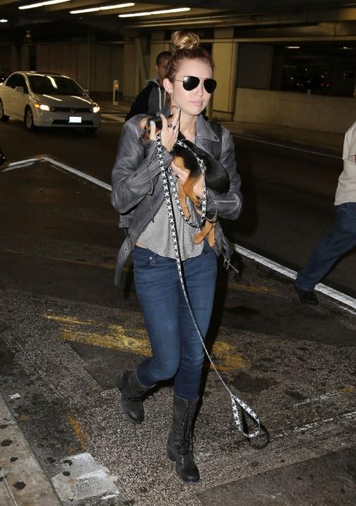 Miley Cyrus à l'aéroport de Los Angeles le 14 mai 2012