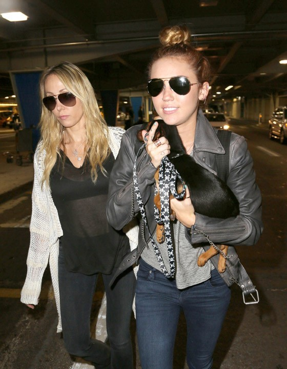 Miley Cyrus à l'aéroport de Los Angeles le 14 mai 2012