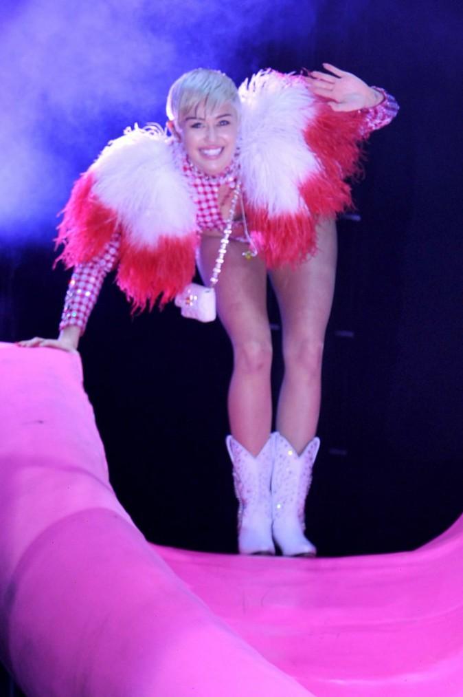 Photos : Miley Cyrus : elle reprend du poil de la bête !
