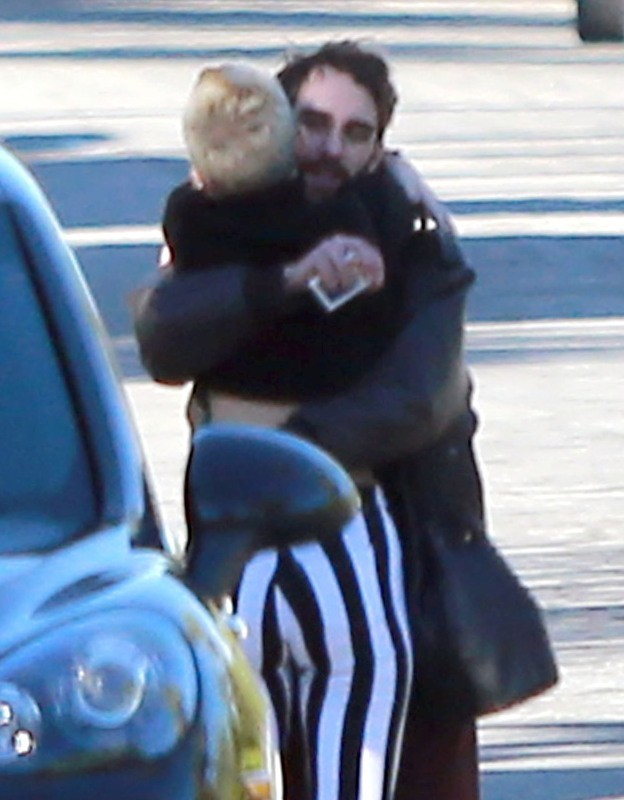 Miley Cyrus et Liam Hemsworth à Palm Springs, le 26 décembre 2012.