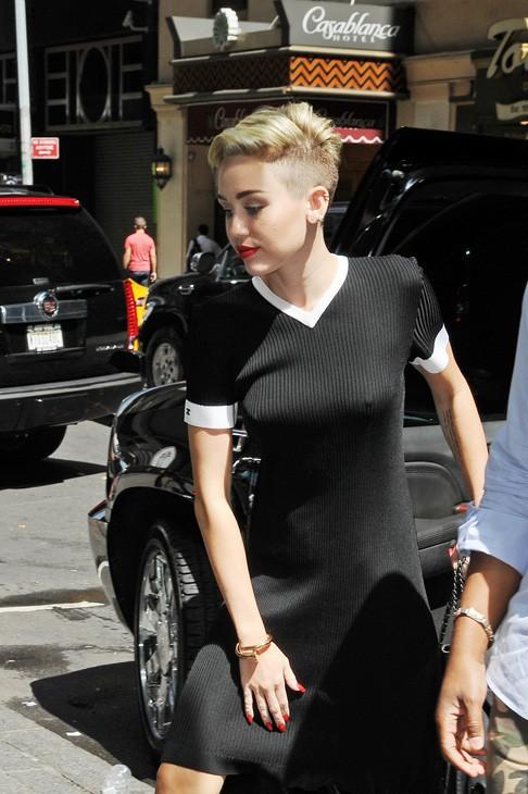 Miley Cyrus à la sortie des studios de Good Morning America, à New-York, le 15 juillet 2013