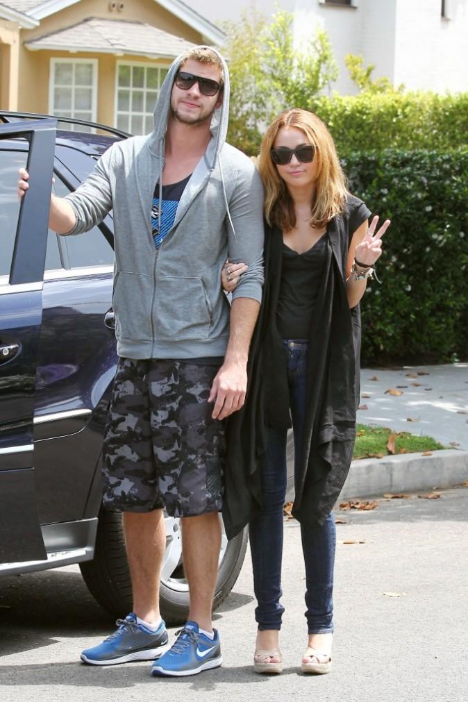 Miley Cyrus et Liam Hemsworth à Toluca Lake, le 11 juillet 2010.
