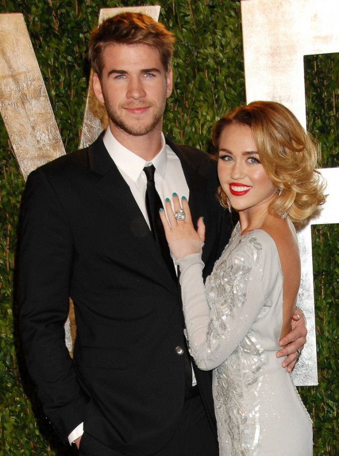 Miley Cyrus et Liam Hemsworth lors de la Vanity Fair Oscar Party Los Angeles, le 26 février 2012.