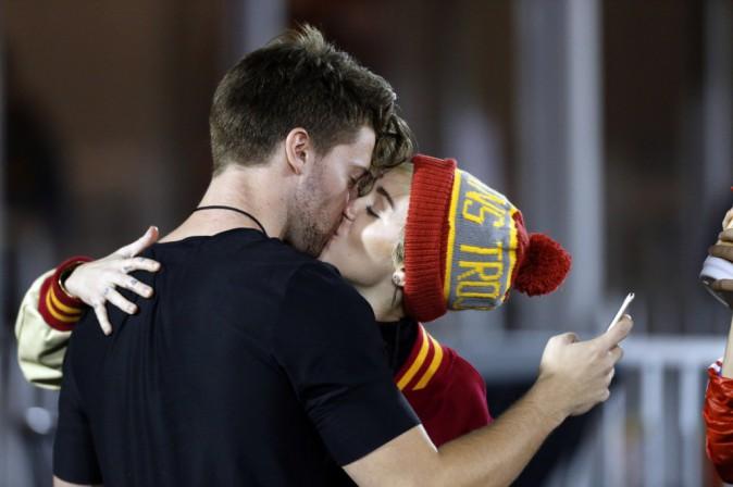 Photos : Miley Cyrus et Patrick Schwarzenegger : ça se bécote !