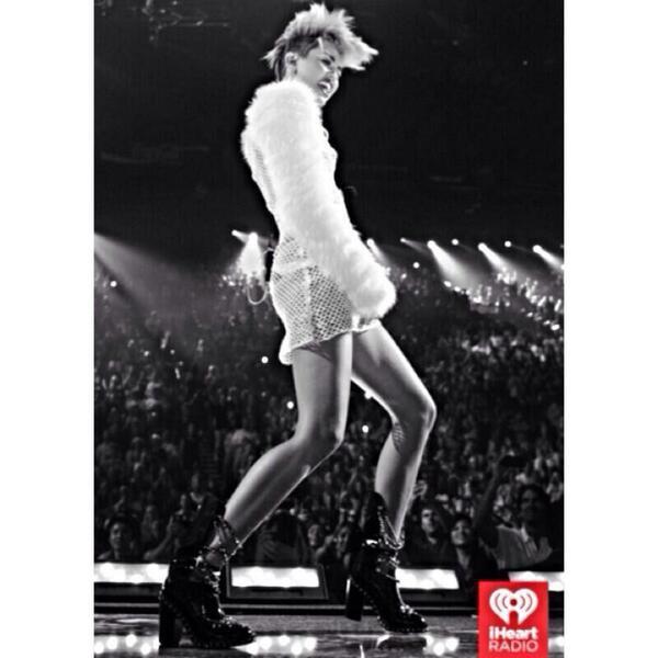 La robe filet de Miley !