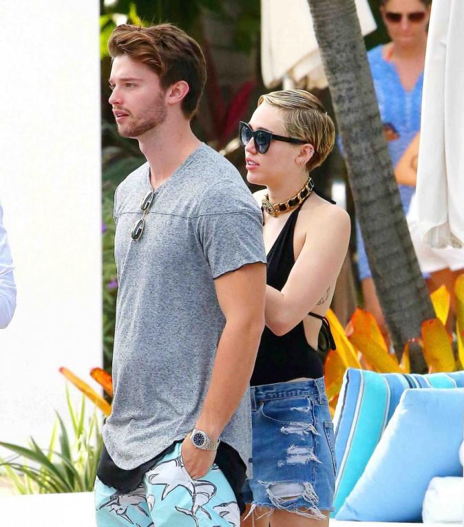 Miley Cyrus : party la nuit, farniente la journée, elle profite de Miami avec son beau Patrick !