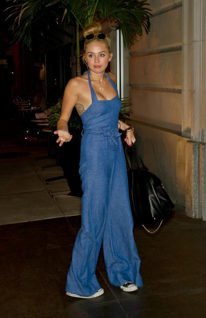 Miley Cyrus rentrant à son hôtel à Philadelphie, le 18 juillet 2012.